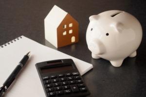 引っ越し業者と不用品回収業者に依頼するメリットとデメリット