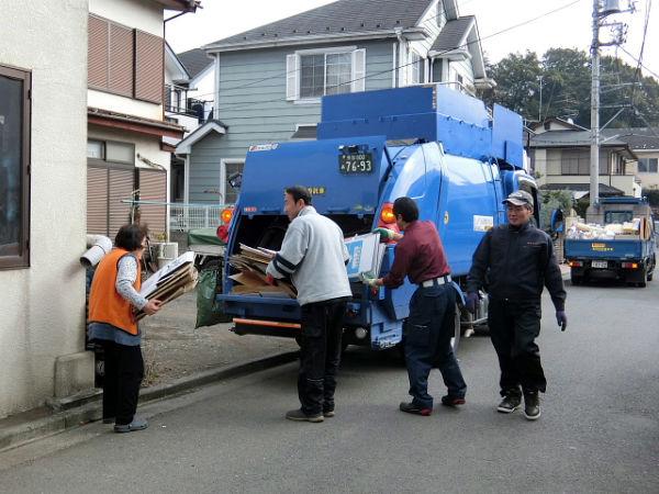 粗大ゴミ回収業者に依頼した様子